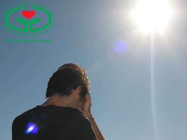 Tia cực tím trong ánh sáng mặt trời có thể gây đục thủy tinh thể